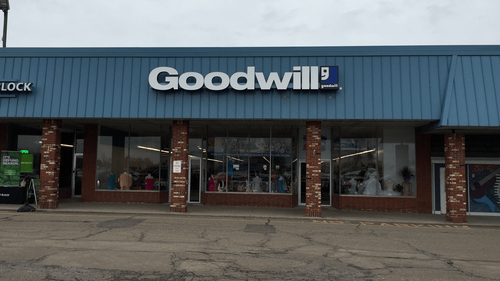 Goodwill Streetsboro retail storefront